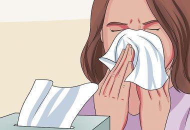 mujer con rinitis alérgica