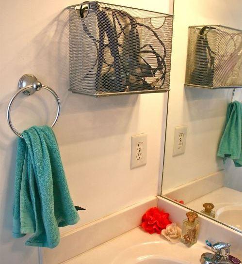 secador de pelo en el baño