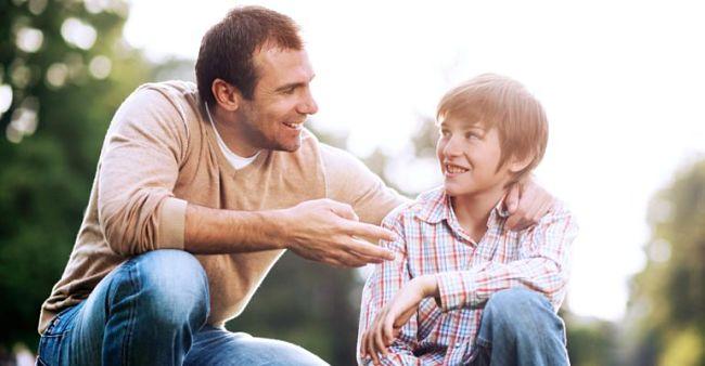 una persona encantadora con su hijo y familia