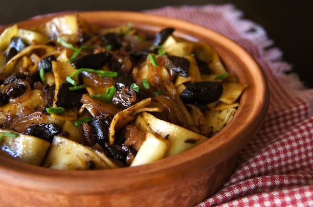 cocinando con ajo negro