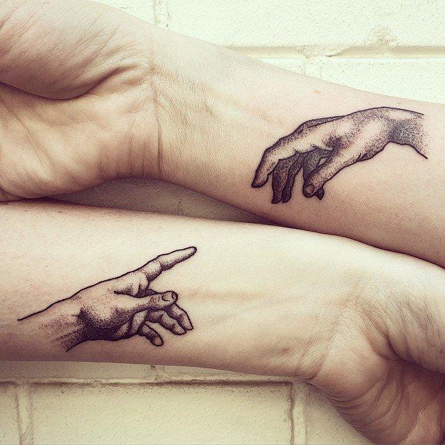 tatuajes para parejas de manos