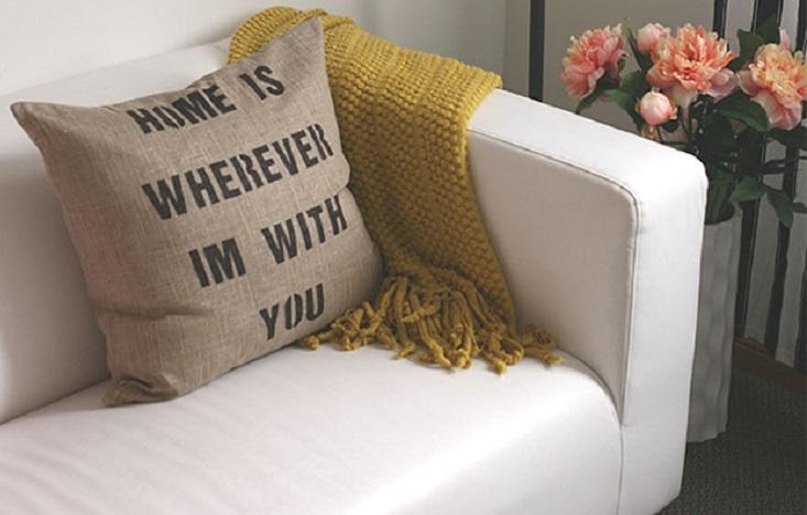 decorar tu casa con cojines con frases