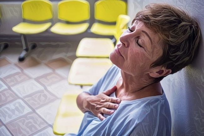 Una mujer que sufre episodios de asma en otoño