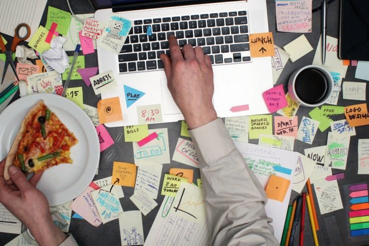 hábitos en el trabajo que empeoran el dolor