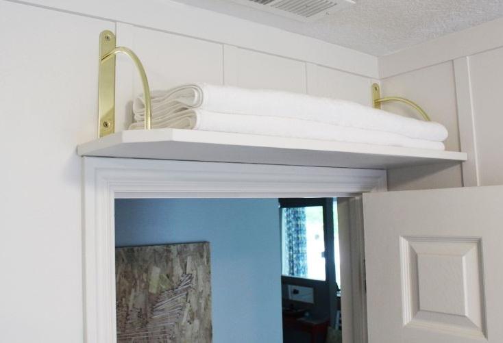 ideas para almacenar arriba de las puertas