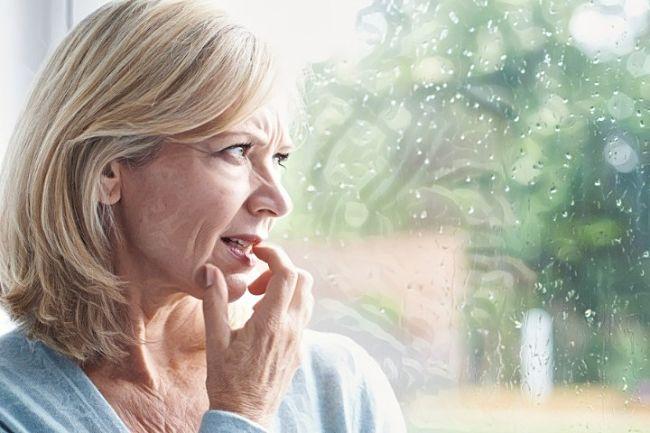 Mujer que presenta niveles bajos de estrógenos