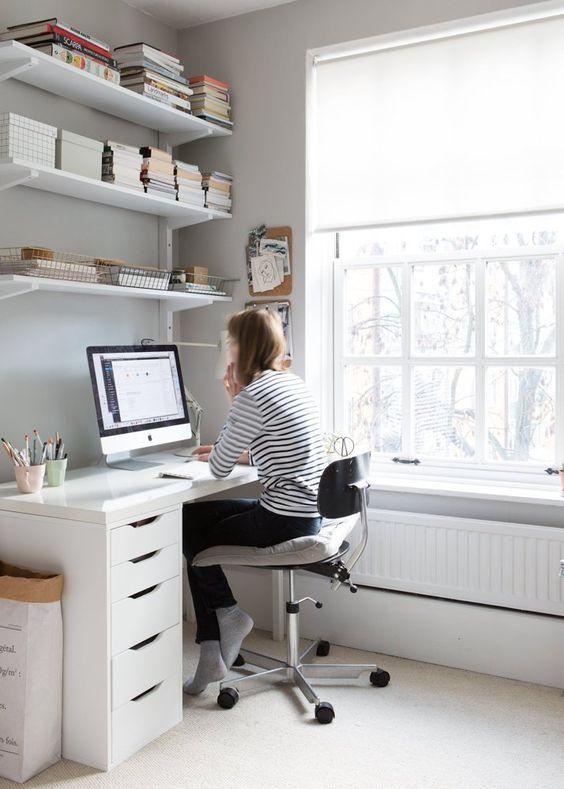 Cómo aprovechar la iluminación en la decoración de oficinas o estudios