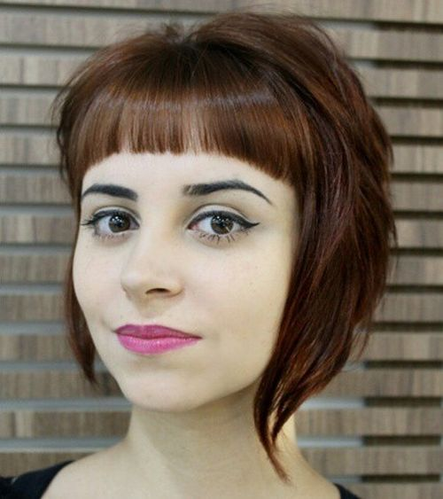fleco en forma de u en cabellera estilo bob rojiza
