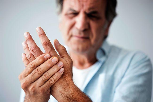 Síntomas de rigidez en las manos