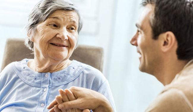 Mujer que padece demencia