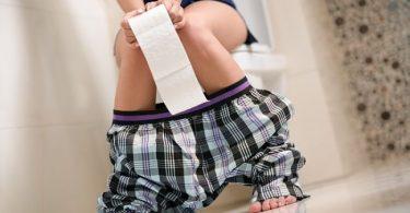 mujer con síntomas de salmonelosis