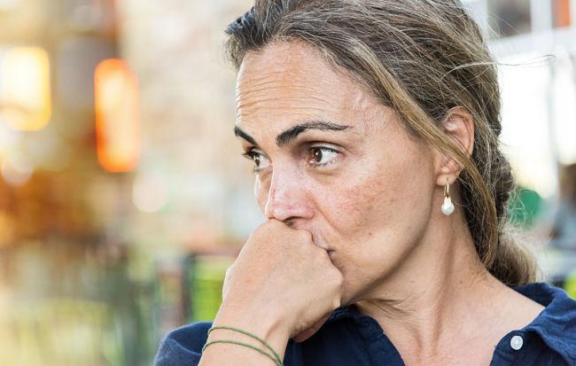 Mujer en la edad de menopausia