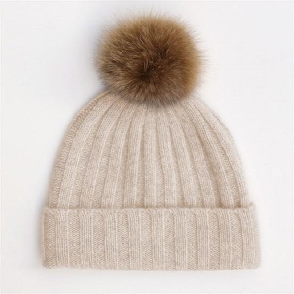 accesorios esenciales gorra con pompón