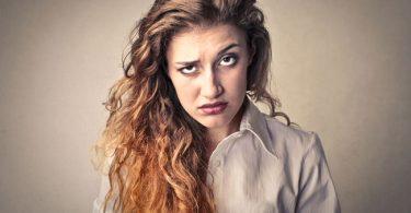 Mujer que siente apatía hacia todo