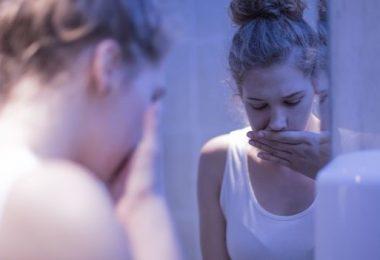 Una mujer joven que padece bulimia