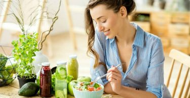 Una mujer realizando la dieta Dukan
