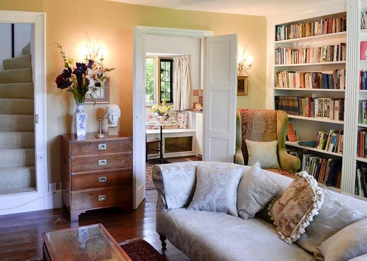 hogar acogedor con librero
