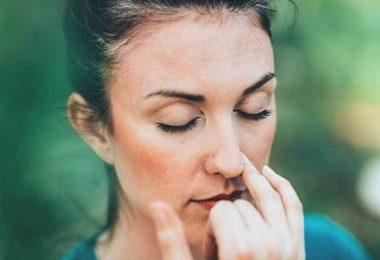 mujer con el tabique desviado