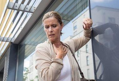 Una mujer con síntomas de hipergluemia
