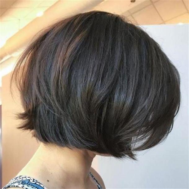 cortes de pelo para cabello grueso estilo bob con capas