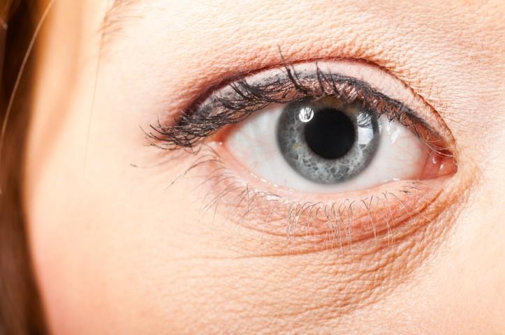 cuidar la piel alrededor de los ojos