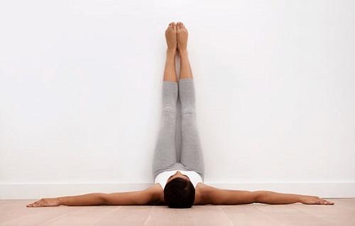 ejercicios abdominales piernas hacia arriba