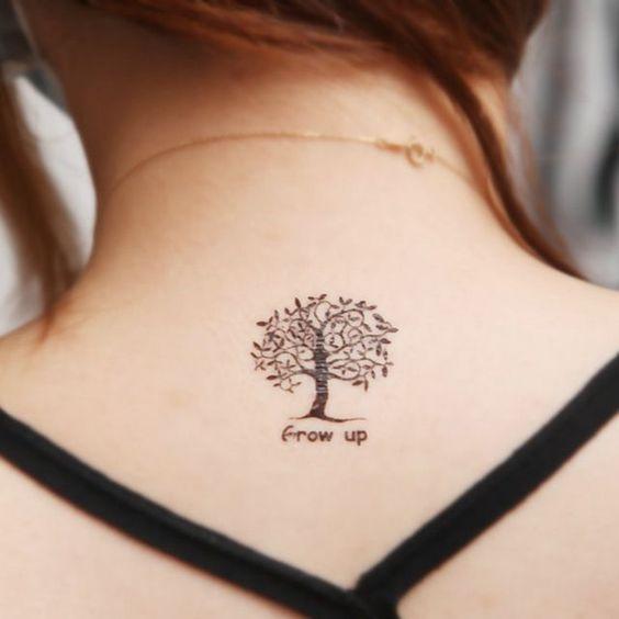 El árbol de la vida tatuado en la espalda
