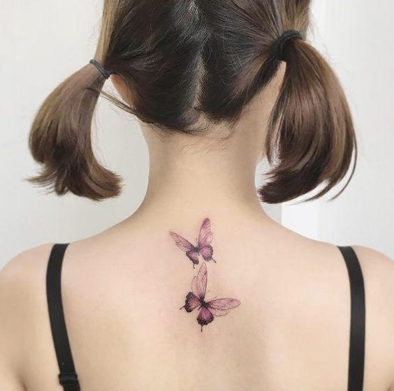 Tatuaje que significa amistad simbolizado por dos mariposas volando juntas