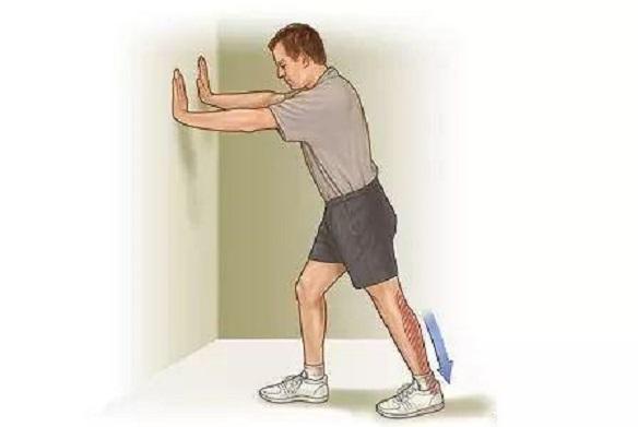 aliviar el dolor muscular estiramiento del talon