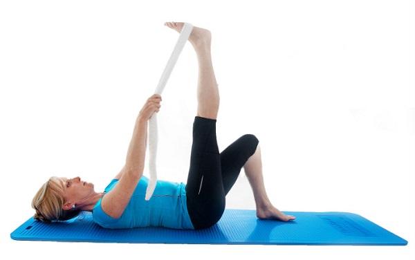 aliviar el dolor muscular extensión de la pierna