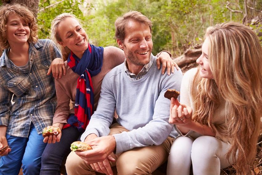 Padres con sus hijos adolescentes