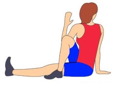 truena la espalda mientras estás sentado