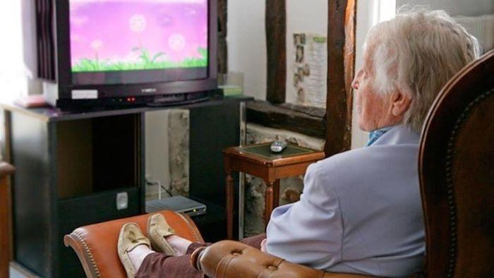 ver mucha televisión a edad avanzada