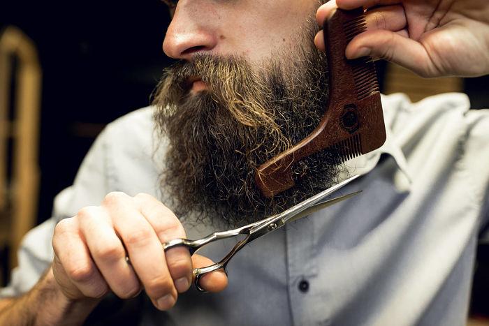 Peine especial de barba