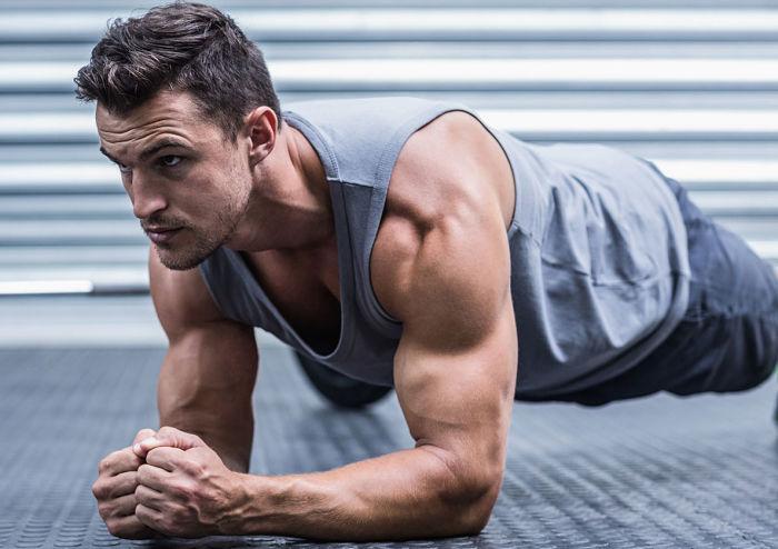 Hombre con músculos