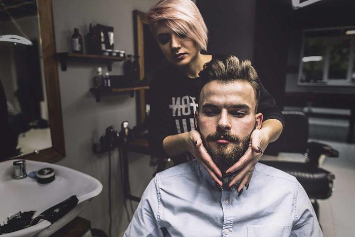 aplicacion de shampoo en barba