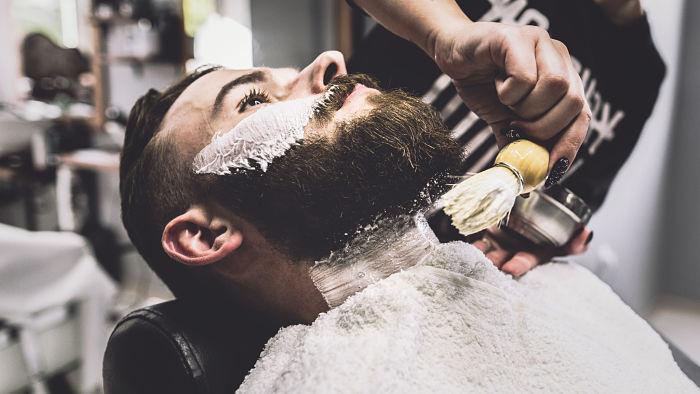 cortar bigote