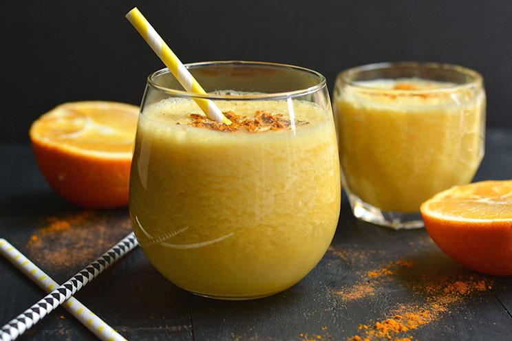 jugo de naranja con cúrcuma