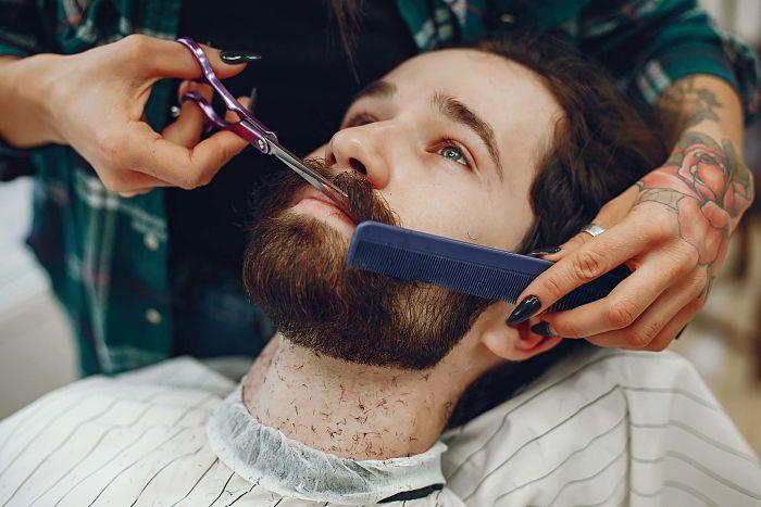 peinar bigote