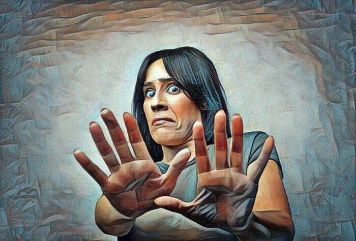 Mujer que padece trastorno delirante