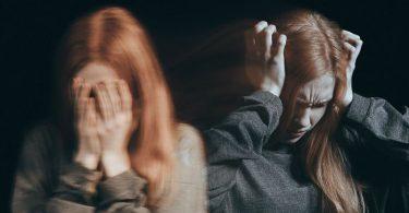 Mujer que padece trastorno de despersonalización