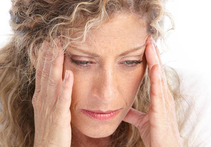 Mujer que padece deficiencia de vitamina C