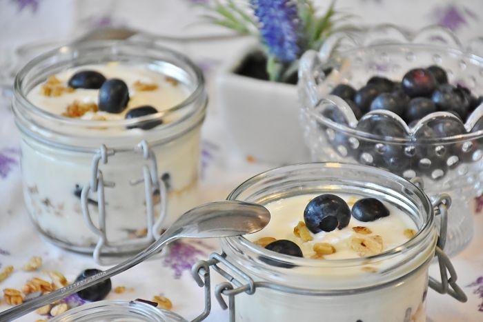 Usar yogur como medicamento para mejorar la flora intestinal