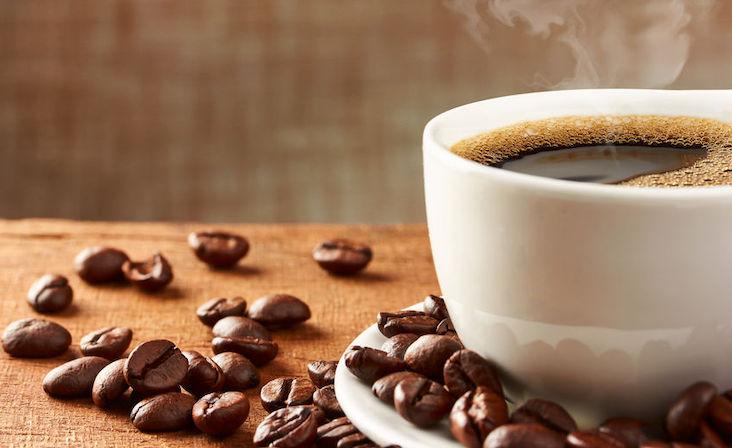 tomar mucho café