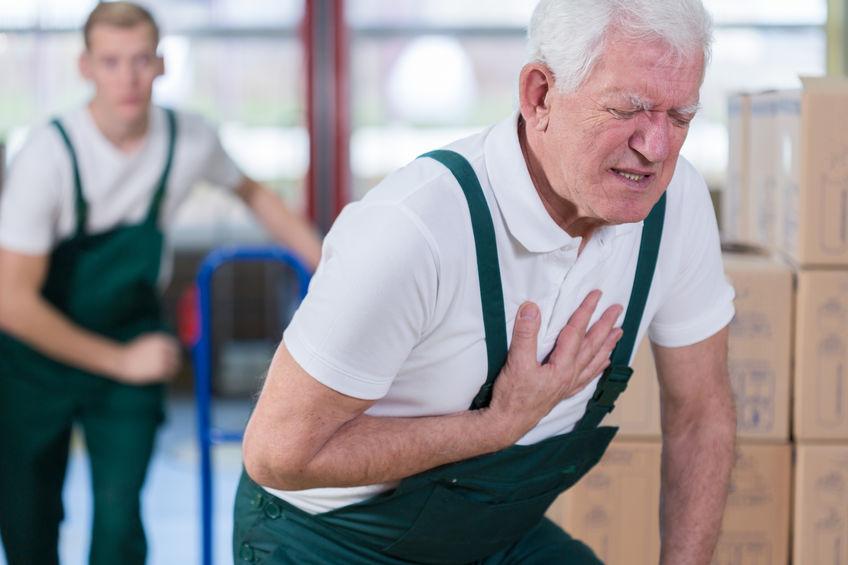 Persona sufriendo un ataque cardíaco