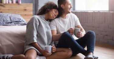 Pareja casada. Contraer matrimonio ayuda a la salud