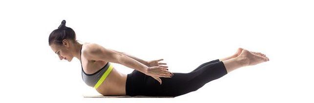 Salabhasana sesión de yoga