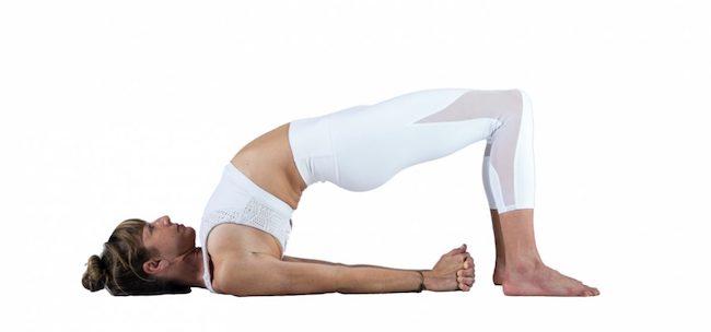 sesión de yoga Setu Bandha Sarvangasana