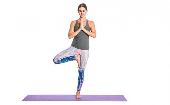 vrikshasana sesión de yoga