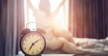 Cómo levantarse con más energía sin usar cafeina